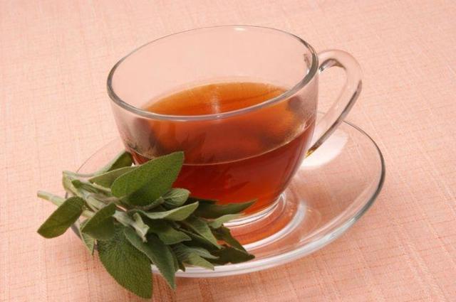 Травы при климаксе у женщин: что пить при приливах, какие принимать лекарственные сборы при менопаузе и как приготовить настойки