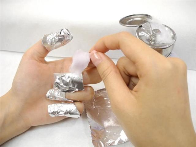 Жидкость для снятия шеллака: какое средство лучше и как снять шеллак в домашних условиях (видео)