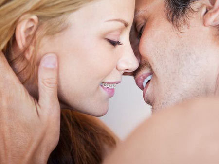 Можно ли целоваться с брекетами и как это делать так, чтобы было удобно: инструкция и советы
