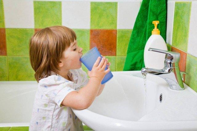 Можно ли полоскать рот хлоргексидином. Инструкция по применению для лечения горла