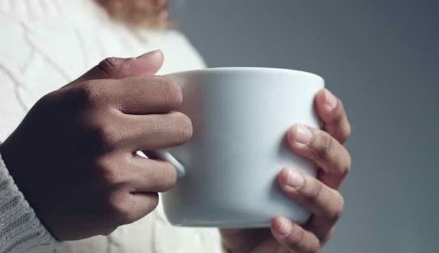 Как узнать, есть ли запах изо рта и как это можно проверить?