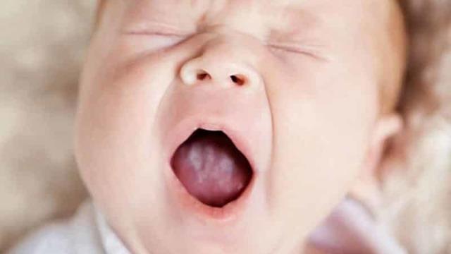 8 причин налета на языке у ребенка и их лечение