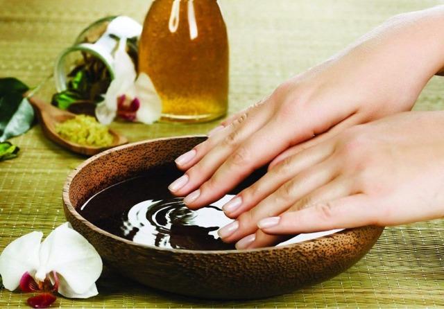 Эфирные масла для ногтей и кутикулы: рецепты смесей, польза и вред