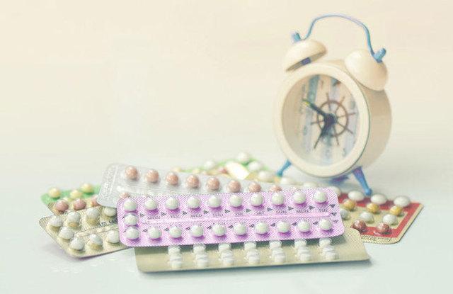 Прозрачные выделения перед месячными: функции слизистой жидкости, причины обильной бесцветной секреции