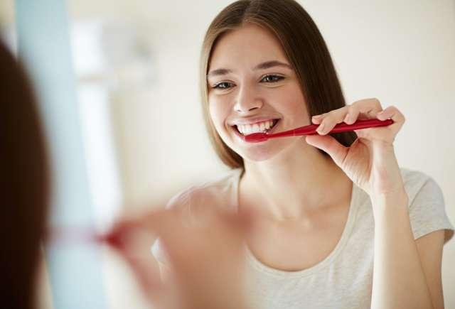 Белый налет во рту у взрослых: причины появления и способы лечения
