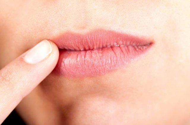 Заеды в уголках рта и губ у взрослых и детей: причины болячки, лечение и виды ангулита, мази