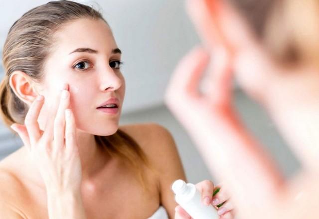 Можно ли мазать лицо кремом для рук и как не навредить коже