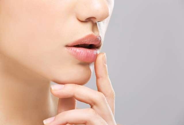 Болячки на губах с внутренней стороны и снаружи: причины, чем лечить белые язвы
