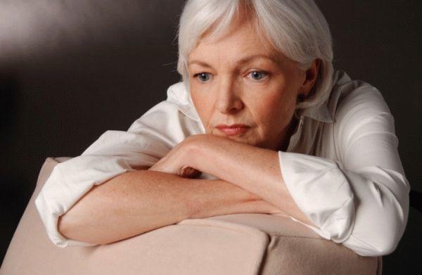 Белые кремообразные выделения у женщин с запахом или без - причины и лечение