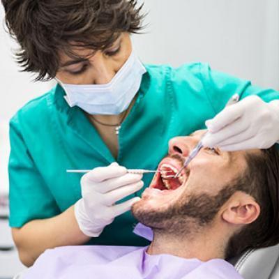 Удаление зуба, последствия: коренные расходятся, смещаются на нижней челюсти, появляется слабость и чувствительность, озноб