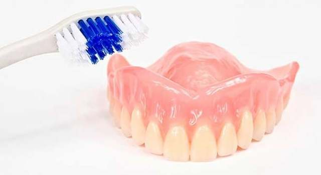 Как отбелить протезы зубные в домашних условиях: таблетки, ультразвук, народные способы