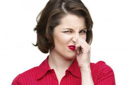Неприятный запах при молочнице у женщин чем пахнет и как убрать?