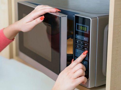 Как растопить воск в домашних условиях: в микроволновке, на водяной бане, другие способы, видео