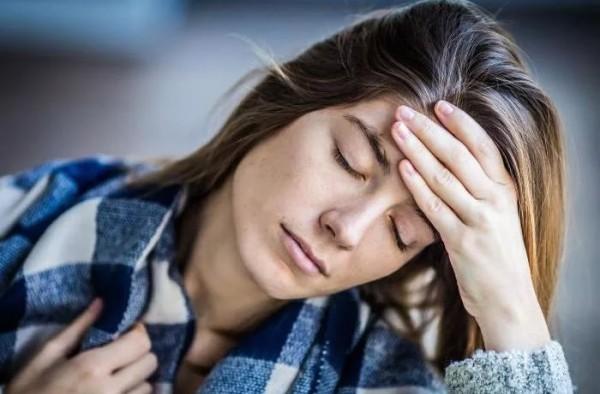 Липкие выделения у женщин: без запаха, при беременности, как клей, тягучие, вязкие