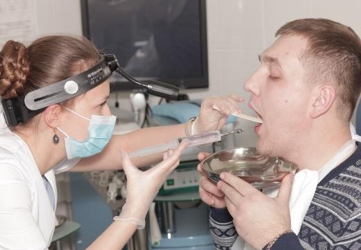 Гнойники на миндалинах и гландах с температурой и без: лечение, как избавиться от гноя и язв