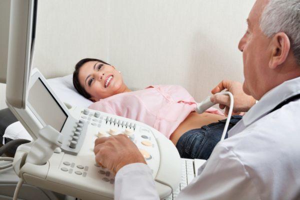 Как лечить кисту яичника без операции — народные и медикаментозные средства лечения в домашних условиях