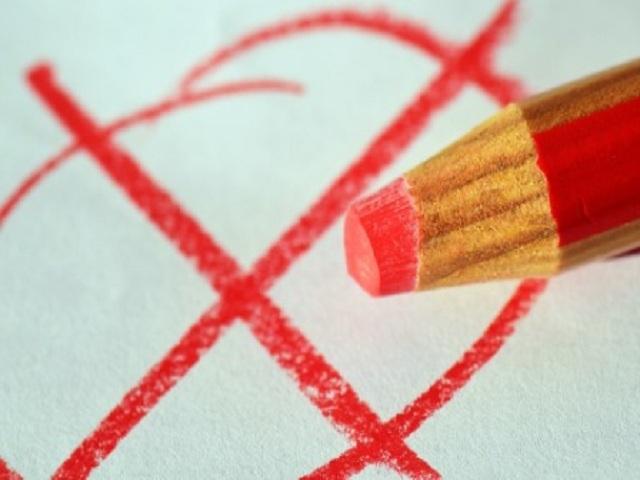 Месячные идут уже 10 дней: что делать? Почему менструации идут долго?