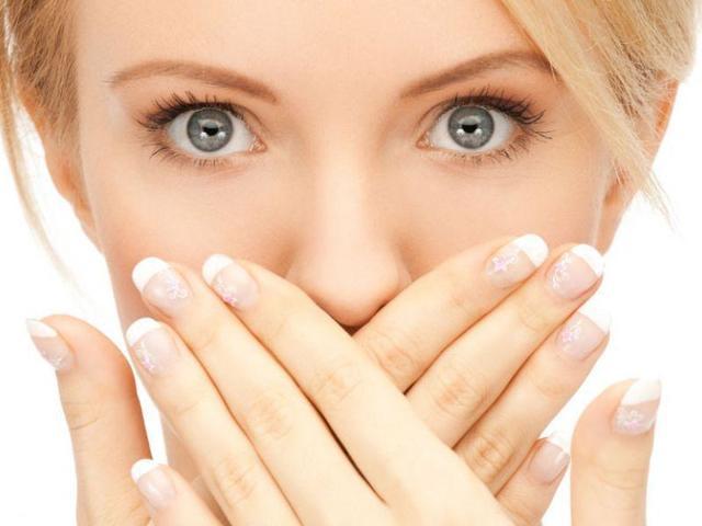 Кислый запах изо рта у взрослого: причины, почему слюни пахнут кислотным