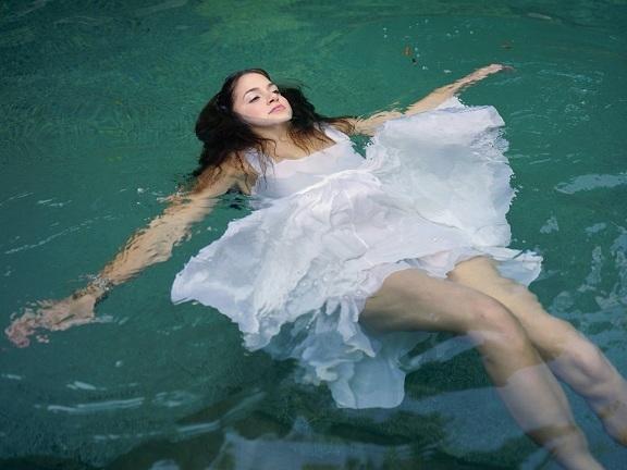 В последний день месячных приняла ванну. Можно ли купаться во время месячных: за и против