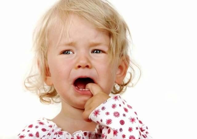 Какие зубы лезут в 2 года: подробная информация + схема и симптомы