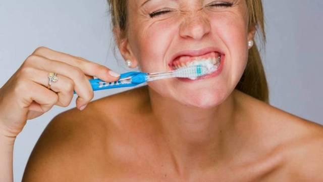 Можно ли чистить зубы пищевой содой для отбеливания: польза и вред, как правильно