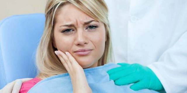 Отек после имплантации зубов - сколько держится и как снять отек щеки и лица?