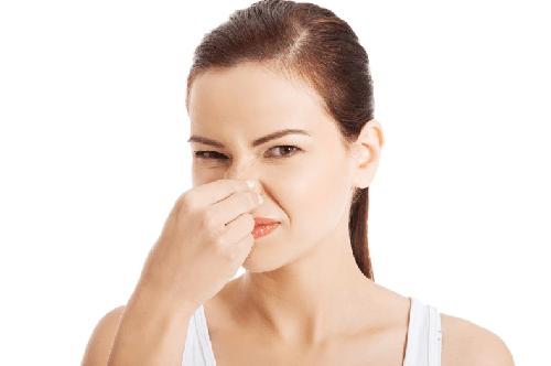 Кислый, зловонный или гнилостный резкий запах кала у взрослого: почему воняет кал, от чего зависит появление жидкого зловонного стула