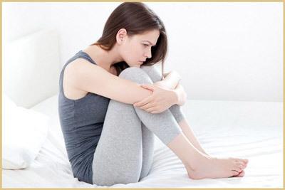 Бессонница перед месячными: причины и способы заснуть