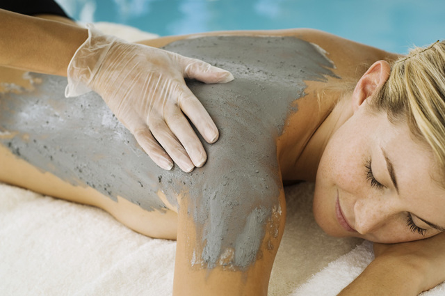 Белая глина для лечения внутренних органов и кожи - как принимать внутрь, наносить на лицо и тело
