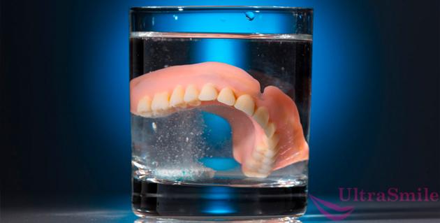 Полезные советы тем, кто хочет знать, как хранить зубные протезы ночью