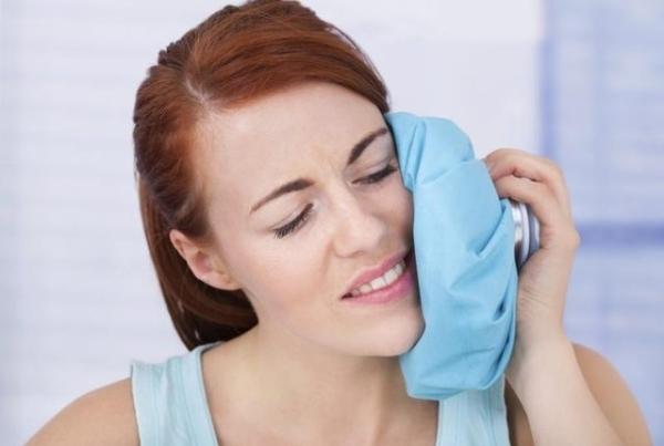 Уход за имплантами зубов после установки: как ухаживать за полостью рта, как чистить ирригатором после операции имплантации