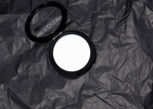 Прозрачная пудра: для чего она нужна? Как правильно пользоваться прозрачной пудрой?