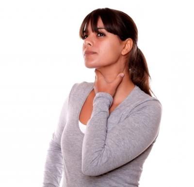 Гной в горле и боль без температуры: почему появляется и как лечить