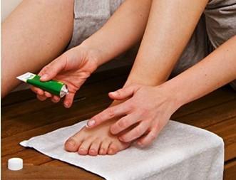 Как делать ванночки для ног в домашних условиях: противогрибковые средства для стоп и ногтей, мази и препараты