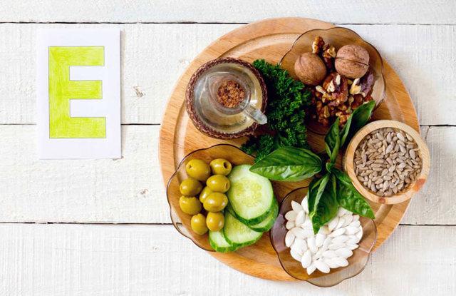 Витамин е при задержке месячных: вызывает ли он менструацию, как его принимать?