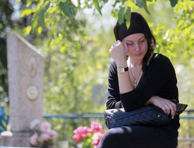 Можно ли с месячными ходить на кладбище: происхождение запретов