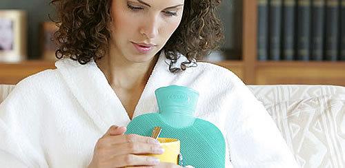 Лечение лактостаза в домашних условиях: народные рецепты и позы кормления