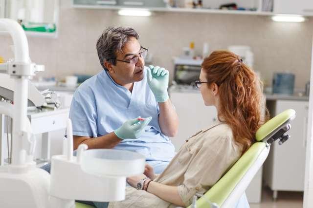 Изо рта пахнет калом: причины и советы по устранению симптома