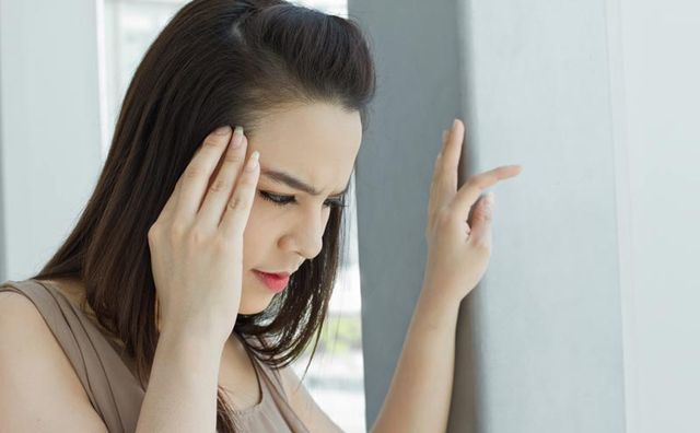 Кружится голова во время месячных: причины, что делать