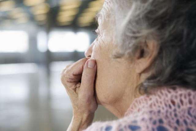 Недержание мочи у женщин после 50 лет: лечение и причины