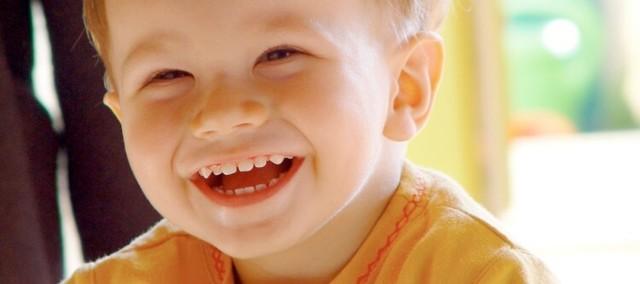 Протезирование молочных зубов: показания, разновидности конструкций, требования