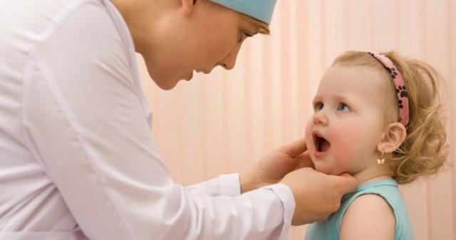 Синяк на губе (гематома): как быстро убрать (избавиться), что делать, лечение