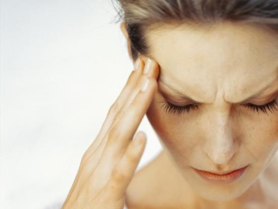 Головные боли перед месячными: основные причиины и современное лечение