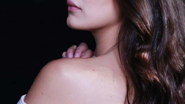 Прыщи на спине и плечах у женщины: причины появления, как избавиться