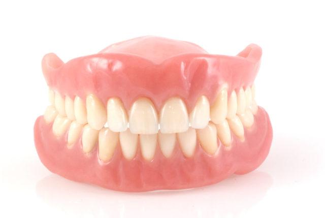 Нейлоновые зубные протезы – плюсы и минусы, показания, установка