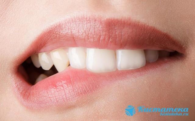 Киста на губе: удаление, лечение, причины, народные средства
