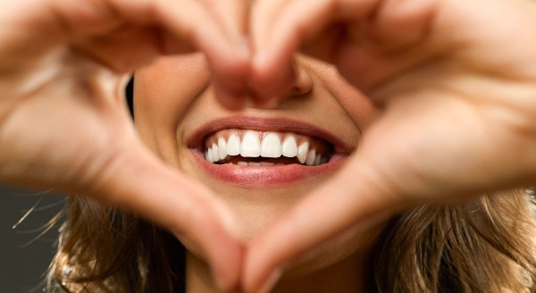 Отбеливание зубов светодиодной лед-лампой: суть методы и результат