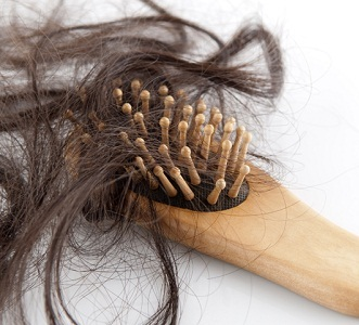 Как остановить выпадение волос при климаксе: лечение, препараты от облысения