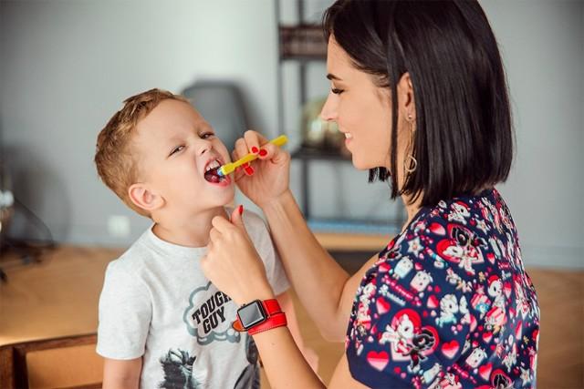 Почему от сладкого портятся зубы, как разрушает сахар эмаль?