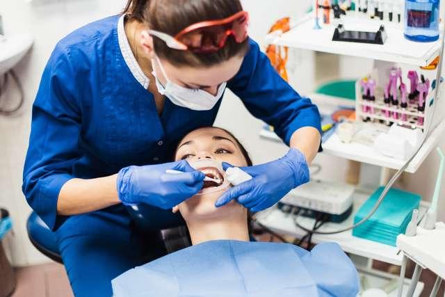 Кровоточит язык: причины, описание симптомов, лечение и консультации стоматологов